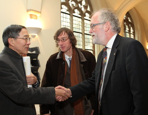 Vlnr. David Y. L. Lin (representative in Taipei Representative Office in the European Union and Kingdom of Belgium), prof. Bart Dessein en prof. Paul Van Cauwenberge (rector UGent)