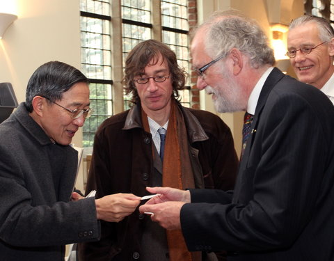 Vlnr. David Y. L. Lin (representative in Taipei Representative Office in the European Union and Kingdom of Belgium), prof. Bart Dessein, prof. Paul Van Cauwenberge (rector UGent) en Valère Meus (afdelingshoofd Internationale Betrekkingen UGent)