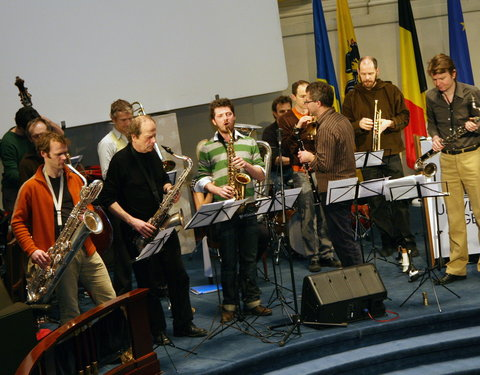 Muzikaal intermezzo door Flat Earth Society