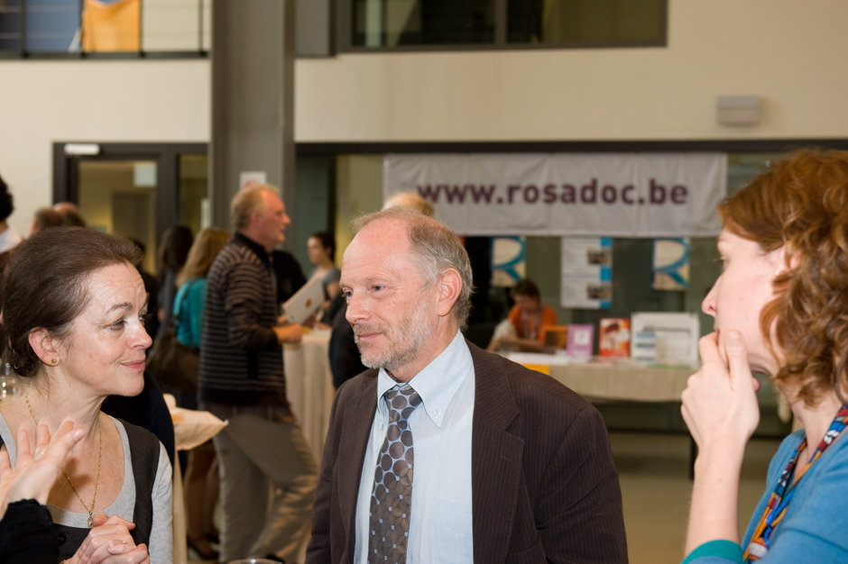 Prof. Marysa Demoor (links) en vicerector Luc Moens (midden)