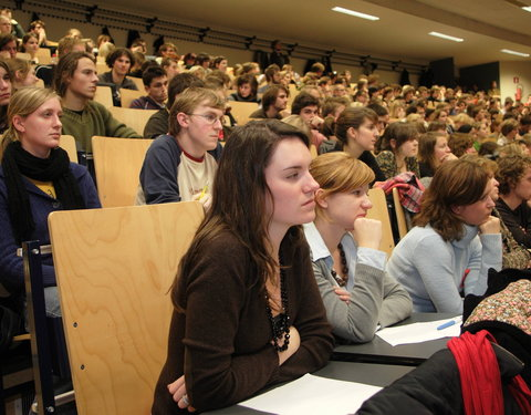 Studenten in auditorium 2 (Ledeganck)