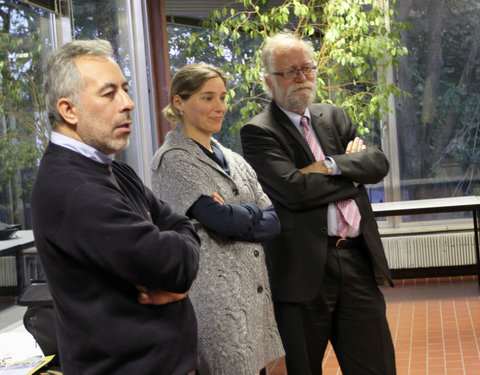 Vlnr. Guy De Grauwe (ondervoorzitter European Federation for Company Sports  EFCS), Elke Debaets (general manager Vlaamse Liga van Bedrijfssportbonden VLB) en prof. Paul Van Cauwenberge (rector UGent)