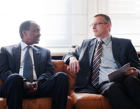 Vlnr. Z.Exc.Teshome TOGA (ambassadeur Ethiopië) en prof. Luc Duchateau (Department of  Comparative Physiology and Biometrics, Faculty of  Veterinary Medicine)