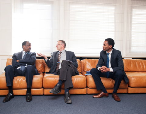 Vlnr. Z.Exc.Teshome TOGA (ambassadeur Ethiopië), prof. Luc Duchateau (Department of  Comparative Physiology and Biometrics, Faculty of  Veterinary Medicine) en Nahom Girma (First Secretary for Development and Technical Cooperation Affairs)