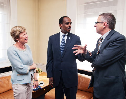 Vlnr. prof. Anne De Paepe (rector UGent), Z.Exc.Teshome TOGA (ambassadeur Ethiopië) en prof. Luc Duchateau (Department of  Comparative Physiology and Biometrics, Faculty of  Veterinary Medicine)