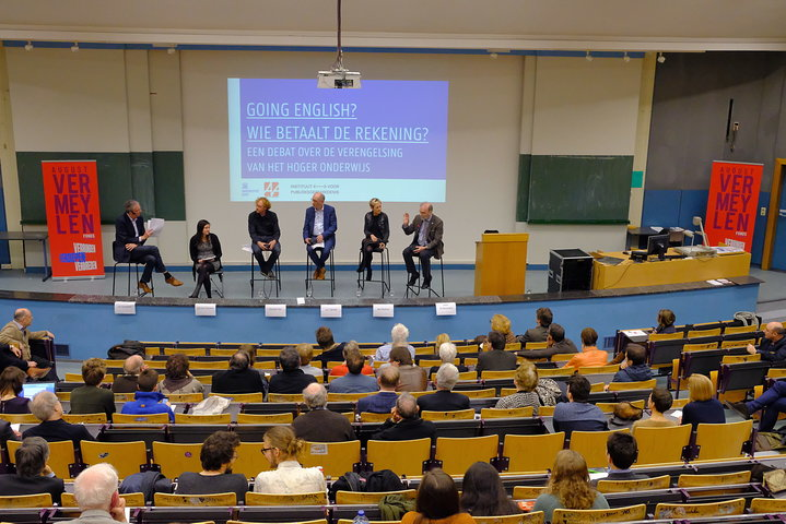 Debat 'Going English? Wie betaalt de rekening?'
