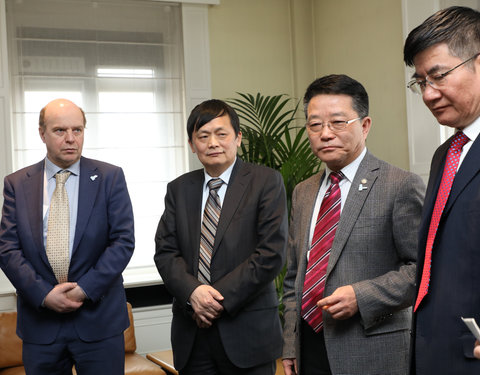 Vlnr. prof. Guido Van Huylenbroeck (Vice President Internationalisation UGent), Shen Long (Counselor for Science and Technology, Chinese Embassy Belgium), Mou Zhenjiang (Vice President Xinjiang Branch of CAS), prof. Dong Yunshe (Deputy Director)