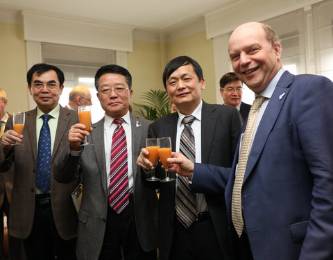 Vlnr. Xuekereti Muhemude (Director of the International Office), Mou Zhenjiang (Vice President Xinjiang Branch of CAS), Shen Long (Counselor for Science and Technology, Chinese Embassy Belgium) en prof. Guido Van Huylenbroeck (Vice President Internationalisation UGent)